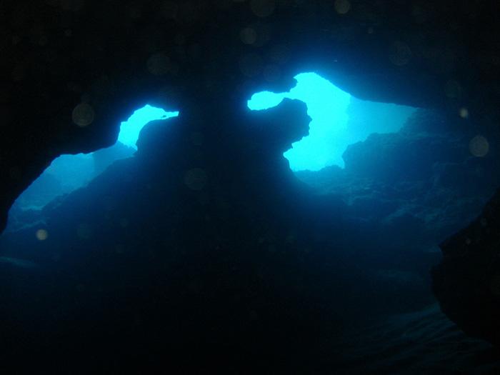 bmw-cave2